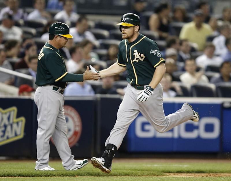 Moss homers in 10th to lift A's over Yankees