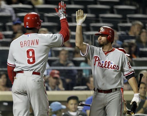 Lee strikes out 10, Phillies beat Dickey, Mets 3-1