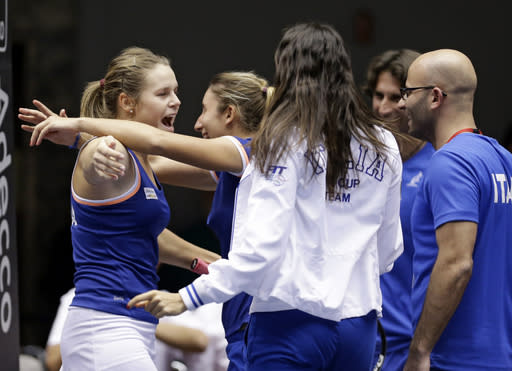 Italy tops United States 3-1 in Fed Cup