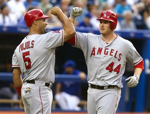 Trout and Trumbo homer, Angels beat Blue Jays 9-7