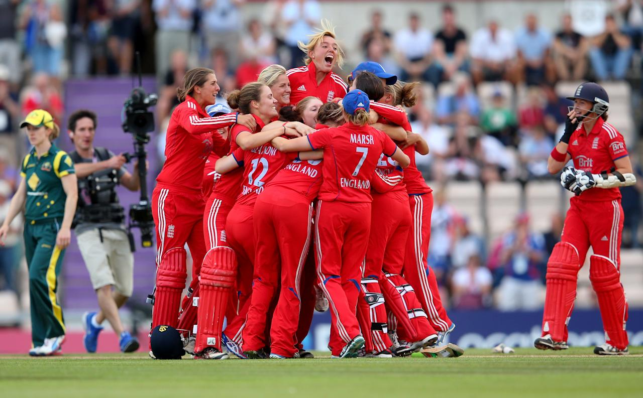 SOUTHAMPTON, ENGLAND - AUGUST 29:  England players celebrate after their win over Australia during the 2nd NatWest T20 match between England Women and Australia Women at Ageas Bowl on August 29, 2013 in Southampton, England.  (Photo by Julian Finney/Getty Images)