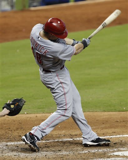 Ludwick's RBI single in 11th lifts Reds