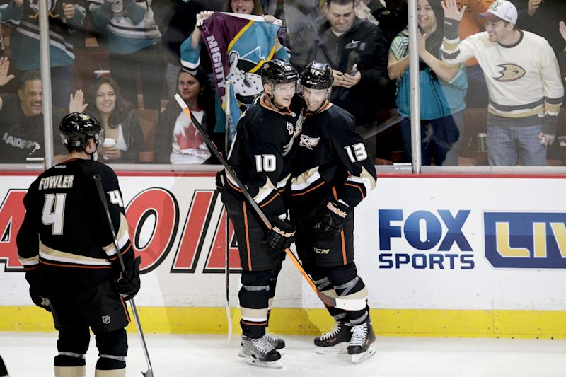 Ducks soar to top of NHL with 18 wins in 19 games