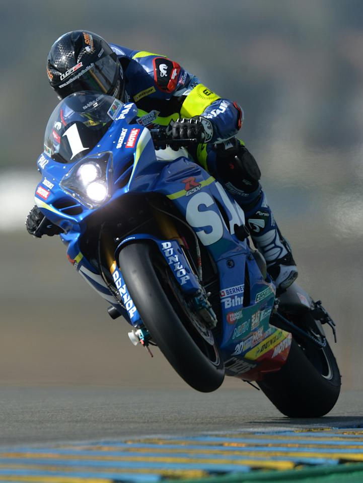 France's Anthony Delhalle rides his Suzuki GSXR Formula EWC N°1 during the second qualifying session of the 39th Le Mans 24-hours endurance race, on April 8, 2016, in Le Mans, northwestern France. (AFP Photo/JEAN-FRANCOIS MONIER)