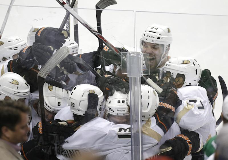 Ducks close out Stars 5-4 in OT with late rally