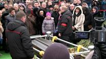 Boris Nemtsov's funeral draws long line of mourners