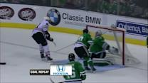 Jonathan Toews sets up Marian Hossa