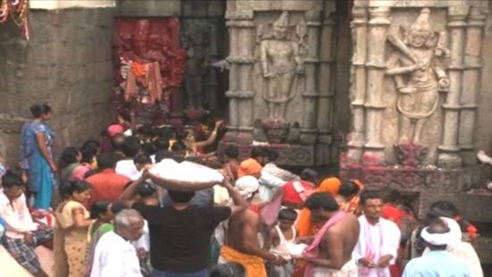 Devotees throng to Kamakhya as it reopens after 3 days