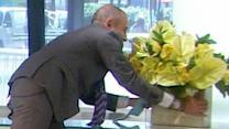 Matt Offers Sandra Bullock Flowers, Gets Soaked