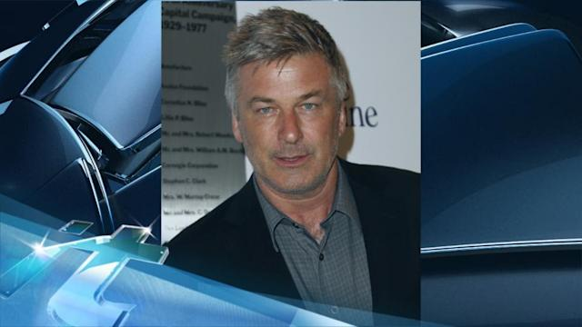 Breaking News Headlines: Alec Baldwin Says Anthony Weiner Should Quit New York Mayoral Race