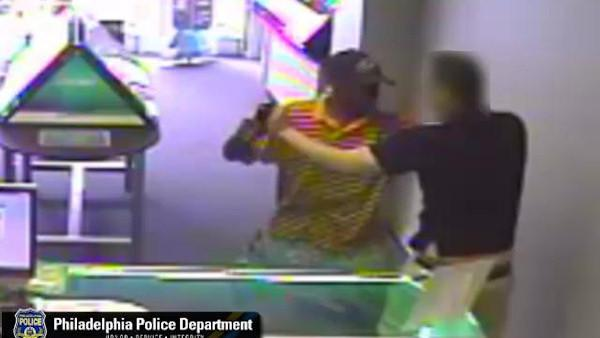 Clerk fights off suspect in attempted robbery