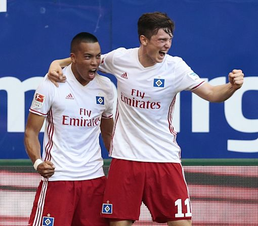 Watch Bobby Wood score his first Bundesliga goal in his Hamburg debut