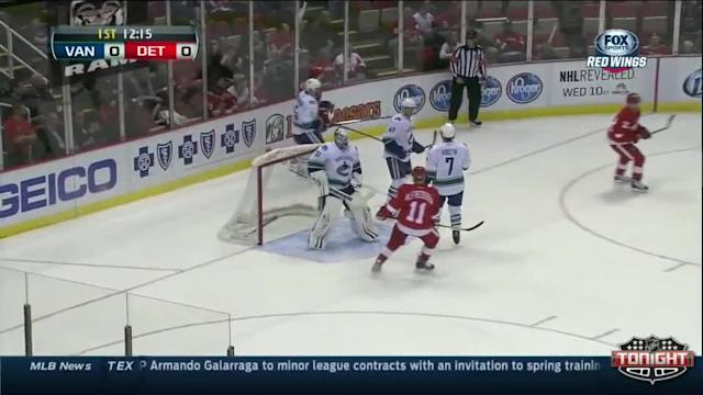 Vancouver Canucks at Detroit Red Wings - 02/03/2014