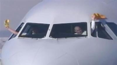 RAW VIDEO: Pilots Wave Towel As Steelers Take Off