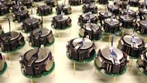 Harvard Creates a Thousand Robots That Can Self-Assemble Into Shapes