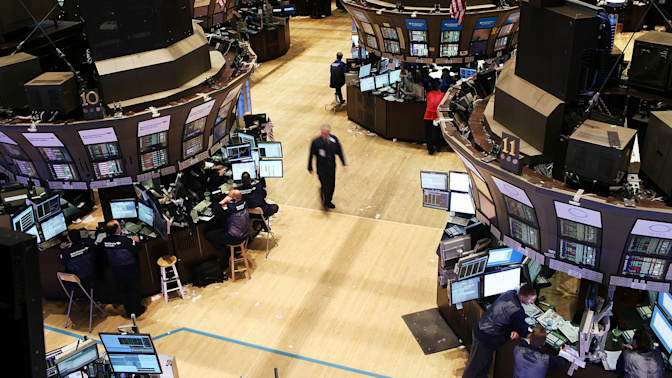 Market experts are at odds with investors
