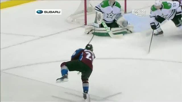 Nathan Mackinnon wrists it top-shelf