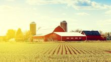 Farm Report: Deere Stock Rated a Sell, While Agrium's a Buy