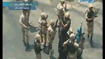 Soldiers escort women through mob from besieged Cairo mosque