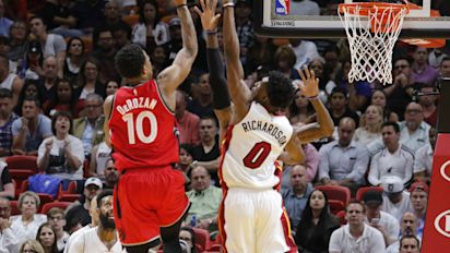 DeMar DeRozan stays hot, Miami cools off