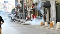 Turkish police hit protestors with tear gas and rubber bullets