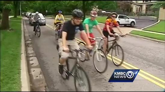 Cyclists take tour of KC's iconic fountains