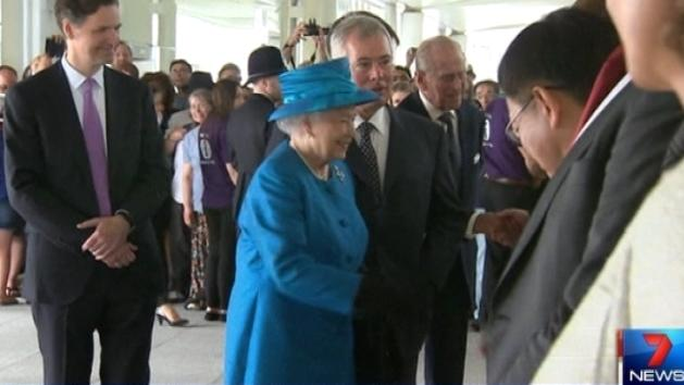 Queen opens new Heathrow terminal