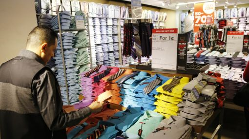 US consumer spending posts slower growth in July