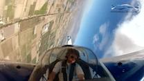 Aerobatic pilot reveals spinning view from cockpit