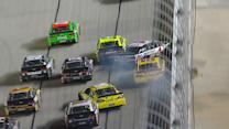 Leaders stack up on late race restart