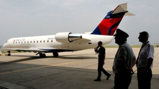 Another failure at GoJet Airlines leaves Delta and United flyers stranded