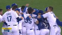 Royals tie game, walk-off in 9th