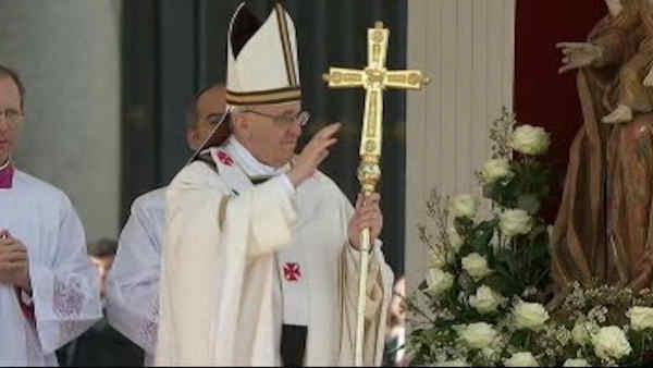 Pope officially installed with Papal Ring
