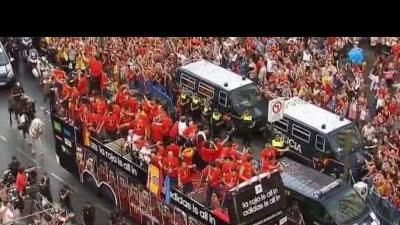 Heroic welcome for Spain