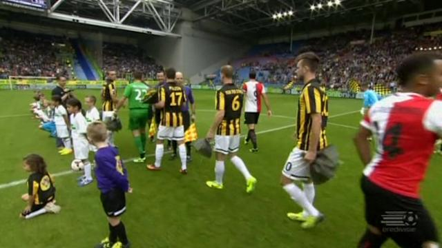 Feyenoord hold on for victory against Vitesse