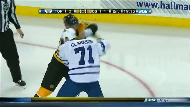 David Clarkson and Jarome Iginla scrap