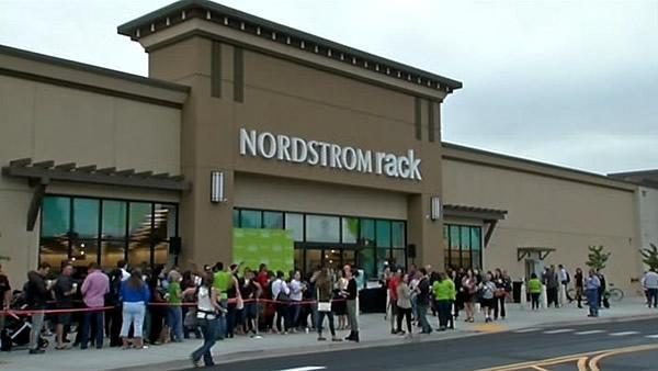 Thousands line up at new Nordstrom Rack in East Bay